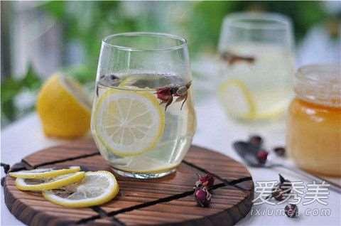 蜂蜜柠檬水可以美白吗 蜂蜜柠檬水可以天天喝吗