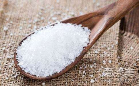 盐水热敷能去疤么 盐水热敷多长时间_高中生适合的护肤品