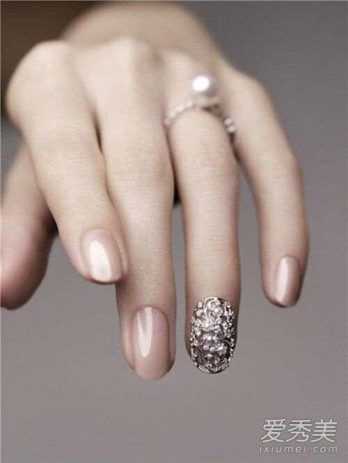 美甲指甲边缘容易脱落怎么回事 美甲指甲变薄怎么保养