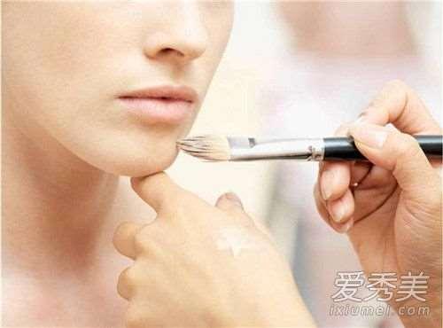化妆出油能用吸油纸吗 为什么化妆老是出油