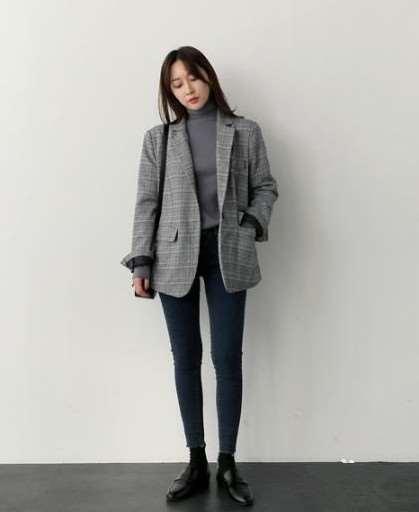 女生烟灰色牛仔裤搭配 这四套搭配尽显气质