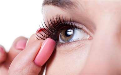 假睫毛怎么贴自然图解 假睫毛怎么卸掉