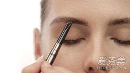 """眉毛对颜值的重要性 3步教你远离""""蜡笔小新"""""""
