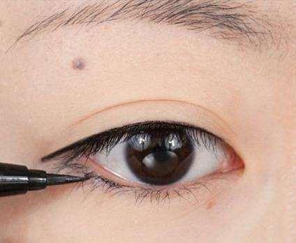 眼线怎么化不容易晕染