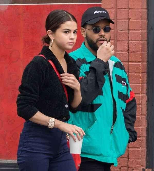  Selena Gomez黑色V领上衣+七分喇叭裤 潮范出街十分显瘦