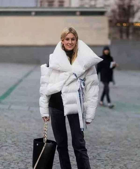 浅色羽绒服搭配什么包 包裹着的不仅是物品还是美丽