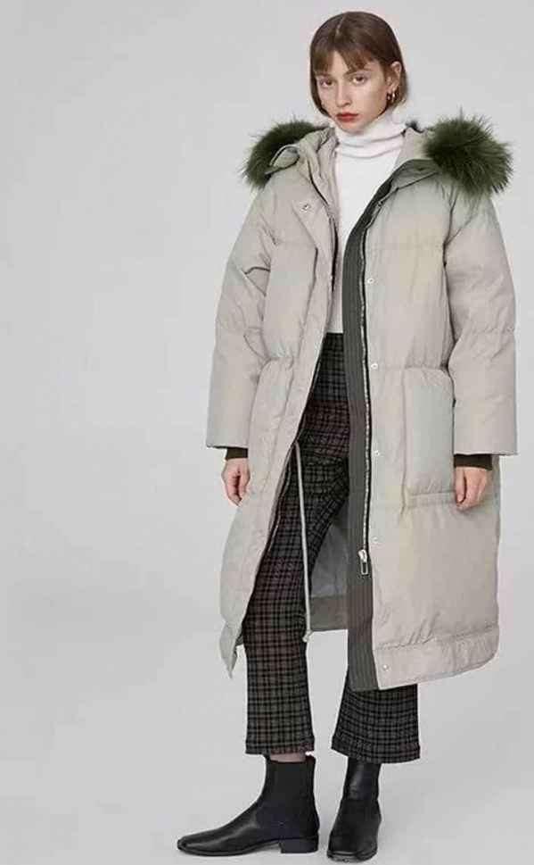 长款羽绒服怎么搭配 冷色暖色都是冬季的明丽倩影
