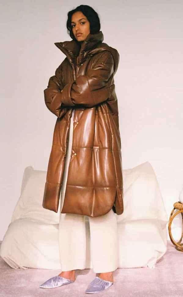 长款羽绒服搭配什么鞋子 大气潇洒的温暖团团包裹