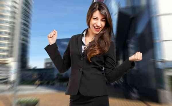 美国环球小姐Olivia Culpo洛杉矶出街 示范早春美搭