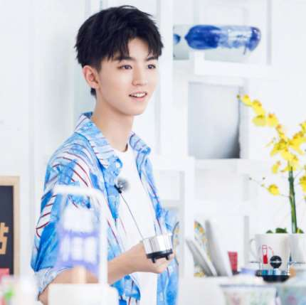 《中餐厅》还在热播中,王俊凯就接新综艺,得知嘉宾,网友:必追
