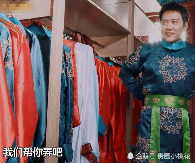 迪丽热巴亲手帮冯绍峰系扣子,为了避嫌,用一个称呼撇清两人关系