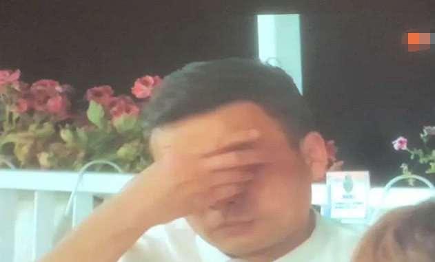 林大厨被黄晓明怼生气,谁注意王俊凯下意识的动作?细节暴露人品