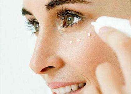 眼霜为什么辣眼睛 眼霜为什么要用无名指_水光针之后擦护肤品吗