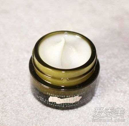 眼霜为什么不能擦脸 眼霜为什么会搓泥_加盟护肤品店