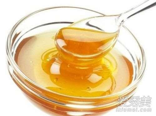 蜂蜜可以去黑眼圈吗 蜂蜜去黑眼圈有用吗方法步骤_护肤品涂在脸上刺痛是怎么回事