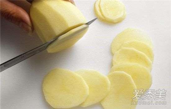 土豆美白面膜简单做法 土豆美白面膜有用吗_日本护肤品日期怎么看