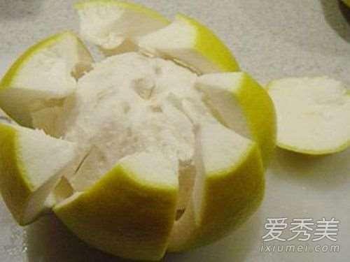 柚子皮煮水可以洗脸吗 柚子皮煮水洗脸好吗_美白保湿护肤