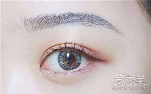 美瞳选择日抛还是年抛 美瞳选择什么材质的对眼睛伤害小