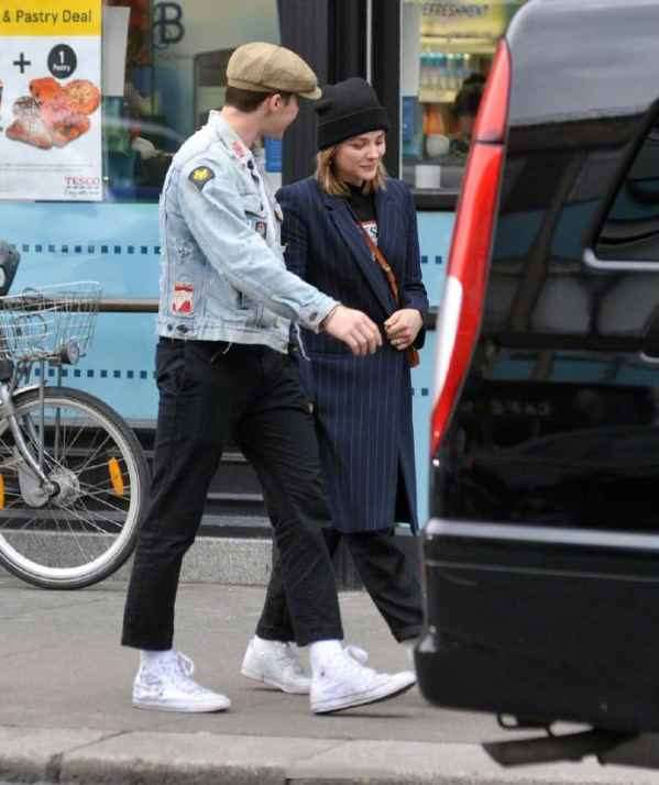 Brooklyn Beckham 和Chloe Moretz甜蜜现身街拍  情侣装扮超养眼~