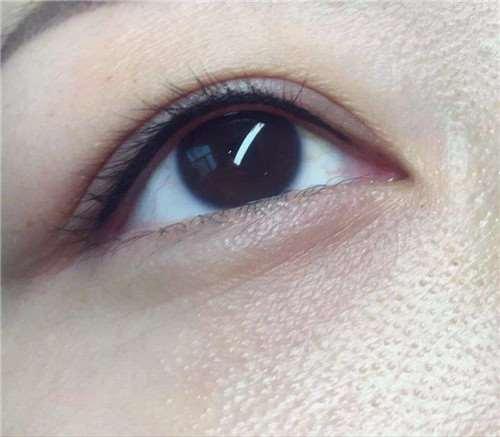美瞳线变蓝色是什么原因 美瞳线变蓝色用什么洗得干净