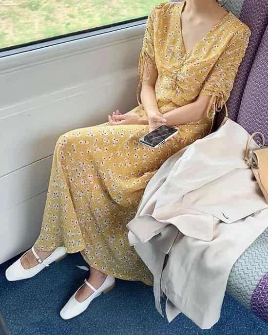 杏色羊剪绒大衣怎么搭配 优雅温婉又保暖
