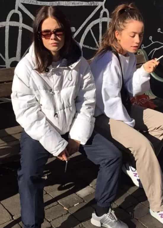 米白色中长款棉服怎么搭配 偏暖的白色温柔