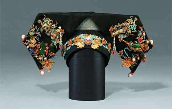 清朝女子旗头发型梳法 精细复杂讲究很多