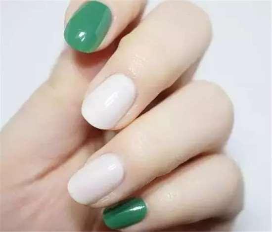 绿色活泼美甲教程 可爱个性的小亮片