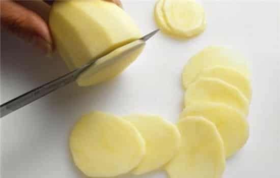 敷土豆片能疏通奶结吗 消肿消炎有一定效果