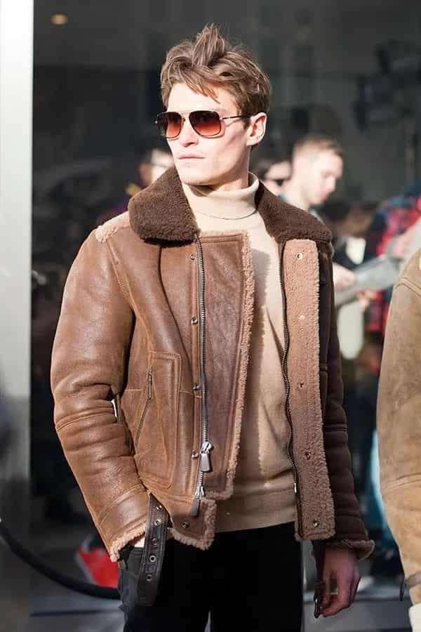 男士羊羔绒外套怎么搭配 一样能穿出硬朗感