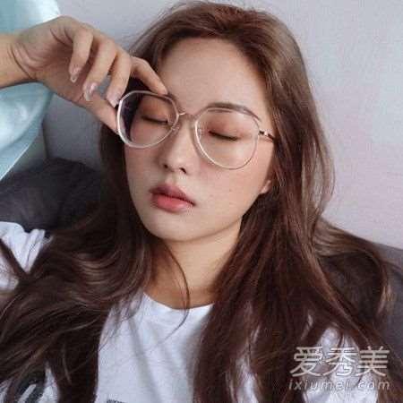 戴眼镜化什么妆 适合戴眼镜女生的妆容教程