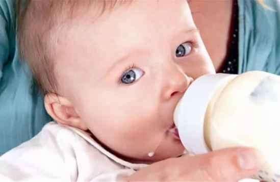 为什么新生儿总是溢奶吐奶 六个妙招教你预防
