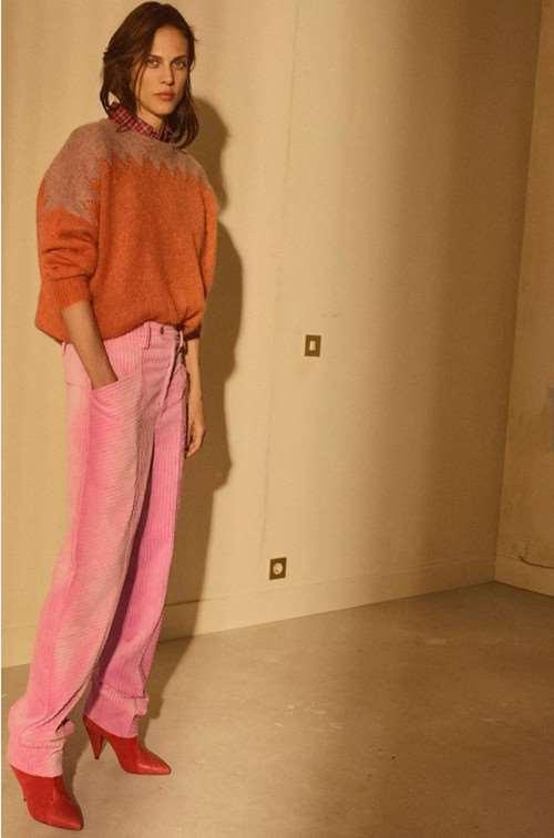 女灯芯绒裤子搭配 毛衣大衣都是很不错的选择