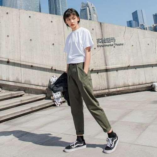 女生工装裤搭配 女生这么穿也能酷酷的