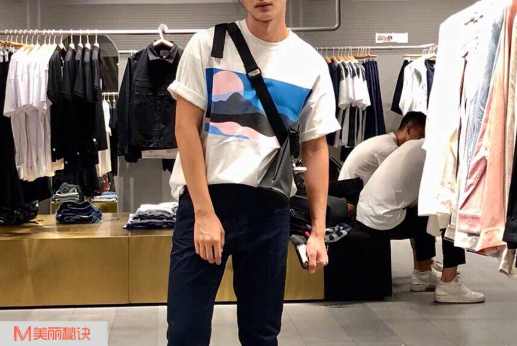 夏季男生T恤怎么穿搭好看