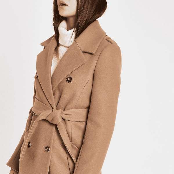 卡其色大衣搭配什么颜色 如同加奶咖啡的醇厚优雅