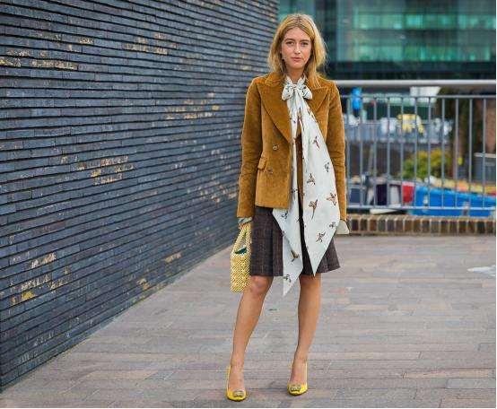 灯芯绒女式外套怎么搭配 玩转vintage风