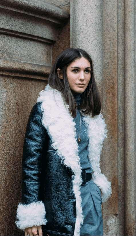 高领纯色毛衣怎么搭配 环绕颈部的温暖魅力