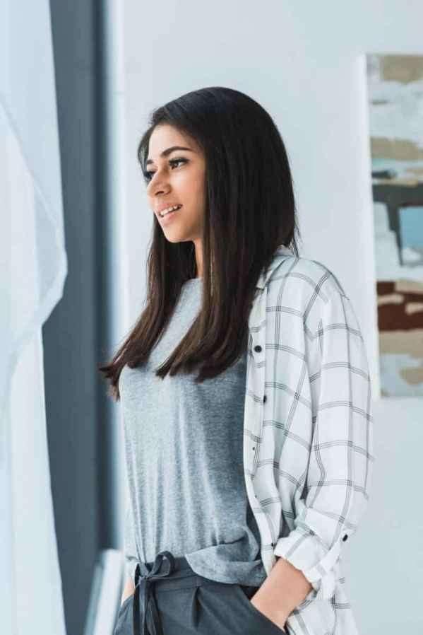 肯达尔詹娜Kendall Jenner最新街拍 深V连衣裙性感撩人