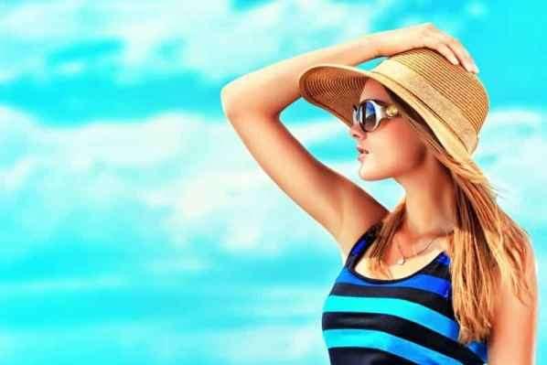 肯达尔·詹娜(Kendall Jenner)金小妹现身时装周 性感帅气大秀香肩