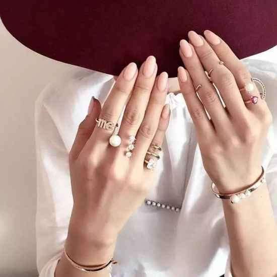 做一款时尚的美甲 搭配自己喜欢的戒指这样超美