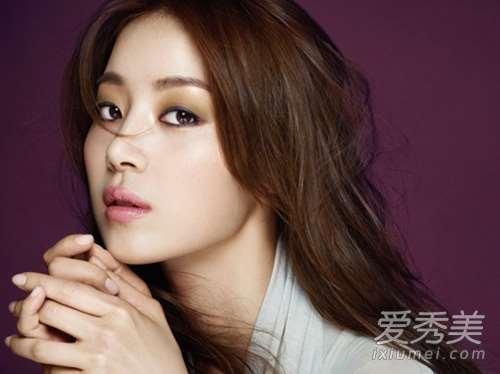 平拉式眼线+双色咬唇 韩式彩妆5个心机