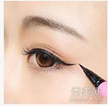 韩式猫眼妆:眼影&眼线&假睫毛化妆技巧