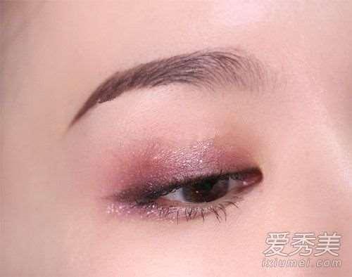 紫色系妆容画法步骤详解 葡萄果汁般的紫色妆容教程!