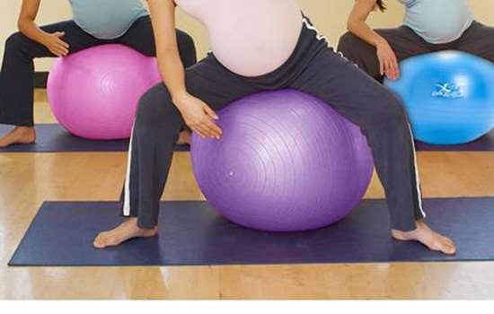 瑜伽球减肥效果好吗 瑜伽球让你坐着瘦
