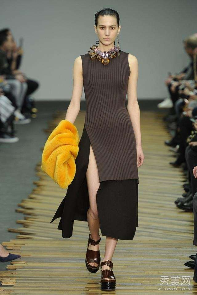 巴黎时装周 你要记住的经典配饰