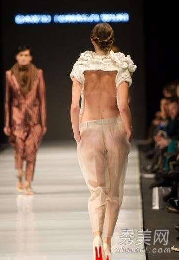T台还疯狂 模特半裸着透视装走秀露点