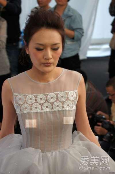 2013上海时装周 模特穿透视装频露点