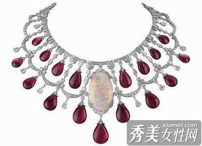 红宝石项链 让颈间繁花绽放圣诞夜