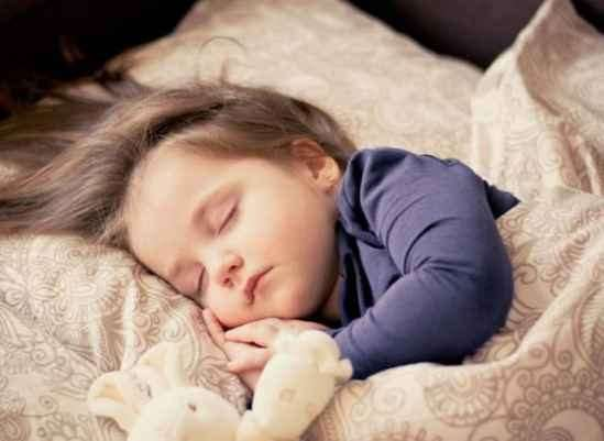 宝宝晚上不睡觉怎么办 宝宝睡不着原因分析